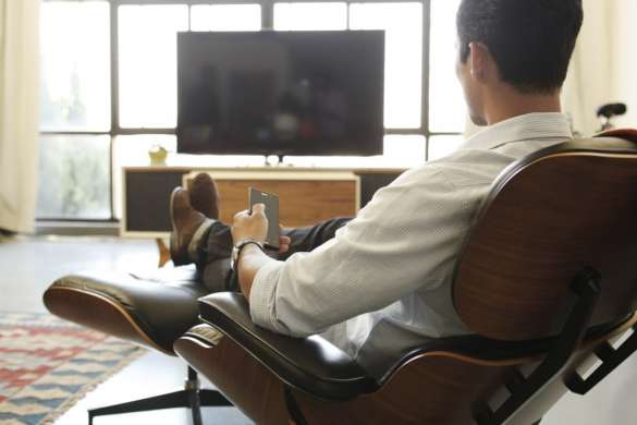 TV_HX750_ion_Man_LivingRoom_MG_2418_sm1-1024x682